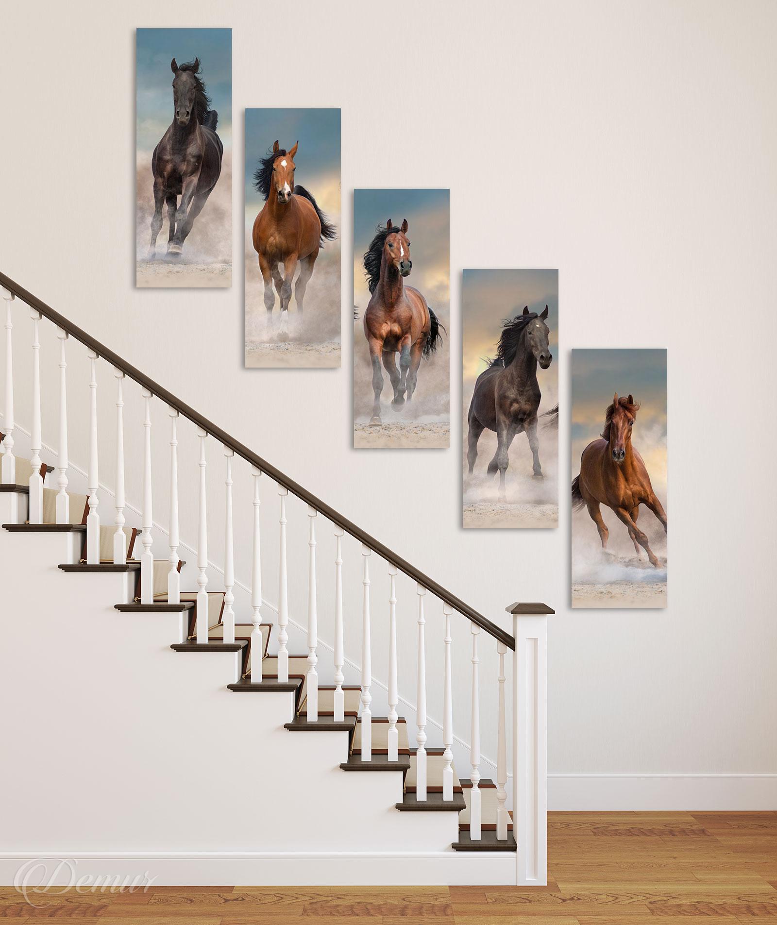 Obraz Galopujące Konie - Pomysł na ścianę przy schodach - Demur