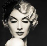 Monochrome picture of elegant blond retro woman   Ludzie Obraz