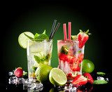 Mojito drinks on black background  Kuchnia Plakat