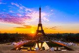 Eiffel tower at sunrise, Paris.  Fototapety Wieża Eiffla Fototapeta