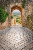 Exit the town of Monteriggioni with views of the Tuscan landscap  Uliczki Fototapeta