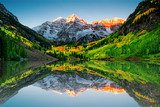 Sunrise at Maroon bells lake  Krajobrazy Obraz