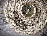 Antique compass and rope Styl Marynistyczny Fototapeta