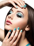 Beautiul fashion woman with turquoise make-up and nails Obrazy do Salonu Kosmetycznego Obraz