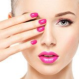 eautiful woman face with pink makeup of eyes and nails. Obrazy do Salonu Kosmetycznego Obraz
