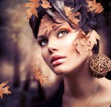 Autumn Woman Fashion Portrait. Fall  Ludzie Plakat