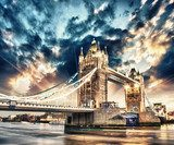 Beautiful sunset colors over famous Tower Bridge in London  Architektura Plakat