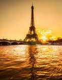 Eiffel tower at sunrise, Paris.  Architektura Obraz