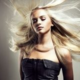 Beautiful woman with magnificent hair  Obrazy do Salonu Fryzjerskiego Obraz