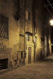 Ancient alleyway in Pisa (Tuscany, Italy) at night  Uliczki Fototapeta