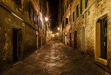 Narrow Alley With Old Buildings In Medieval Town of Siena, Tusca  Uliczki Fototapeta