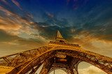 Dramatic Sky Colors above Eiffel Tower in Paris  Wieża Eiffla Fototapeta