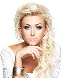 Beautiful blond woman with long curly hair and style makeup.  Obrazy do Salonu Kosmetycznego Obraz