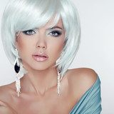 Makeup. Fashion Style Beauty Woman Portrait with White Short Hai  Obrazy do Salonu Kosmetycznego Obraz