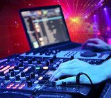 Dj mixes the track in the nightclub Plakaty dla Nastolatka Plakat