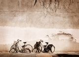 Italian old-style bicycles leaning against a wall Plakaty do Salonu Plakat