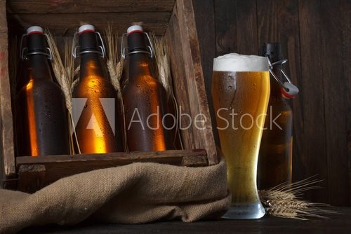 Beer glass with wooden crate full of beer bottles and wheat ears  Kuchnia Plakat