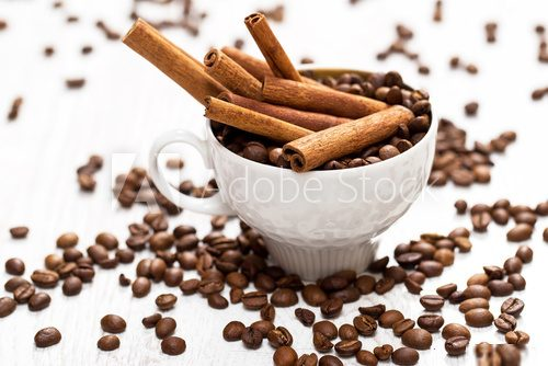 Cinnamon sticks and coffee beans  Kawa Fototapeta