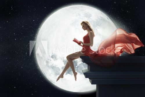Cute woman over full moon background  Ludzie Obraz