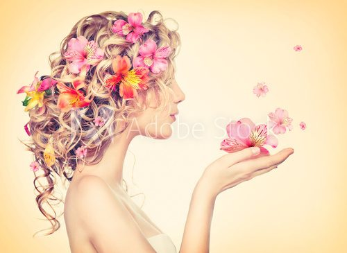 Beauty girl takes beautiful flowers in her hands  Ludzie Obraz