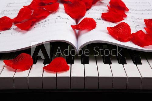 Piano keys and musical book  Muzyka Obraz